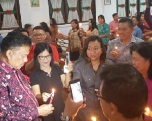 Berbagi Sukacita Natal, Gubernur Olly Ibadah Natal Bersama Masyarakat Langowan