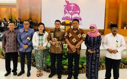 Disaksikan Gubernur Olly, Menag Lukman Resmikan IAKN Manado