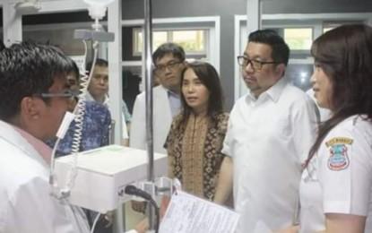 Mor Bastian Kunjungi Pasien Korban DBD di RS Kandou Malalayang