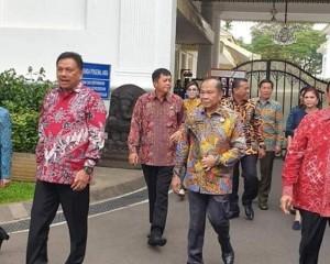 Gubernur Olly dan Bupati/Walikota Temui Presiden Jokowi, Menaker RI Anugerahi Penghargaan K3 pada Gubernur Sulut