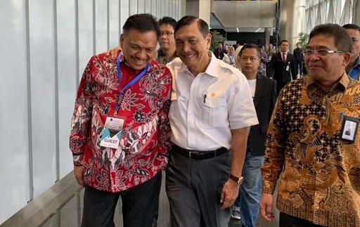 Menteri Koordinator Bidang Kemaritiman Luhut Binsar Panjaitan didampingi Gubernur Sulawesi Utara Olly Dondokambey meluncurkan program Satu Juta Nelayan Berdaulat dan produk aplikasi FishOn