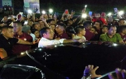 Presiden Dicegat 9 Kali Ribuan Warga, Karena Cinta Pada Jokowi