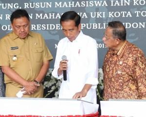 Presiden RI Joko Widodo Didampingi Gubernur Sulawesi Utara Olly Dondokambey Resmikan  KEK  Bitung