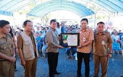 Pemkot Manado Terima Penghargaan Universal Health Coverage dari BPJS Kesehatan