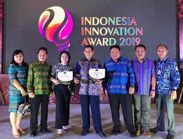 Walikota Manado Dr Ir GSV Lumentut SH DEA MSi bersama sejumlah Pejabat Teras Pemkot Manado di malam penganugerahan Penghargaan