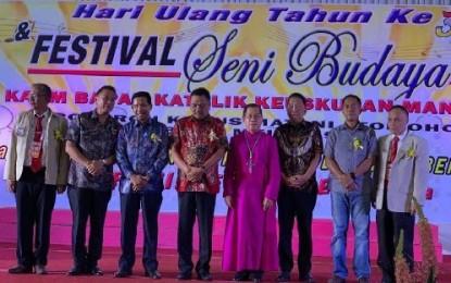 Gubernur Olly Tebar Spirit Kerukunan di HUT ke-30 KBK Keuskupan Manado