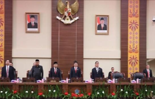 Rapat Paripurna DPRD Sulut dalam rangka penyerahan hasil audit keuangan Pemerintah Provinsi Sulawesi Utara oleh BPK RI, Senin (27/05/2019) pagi.
