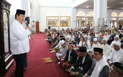Wagub Kandouw Hadiri Salat Id di Mesjid Raya Ahmad Yani