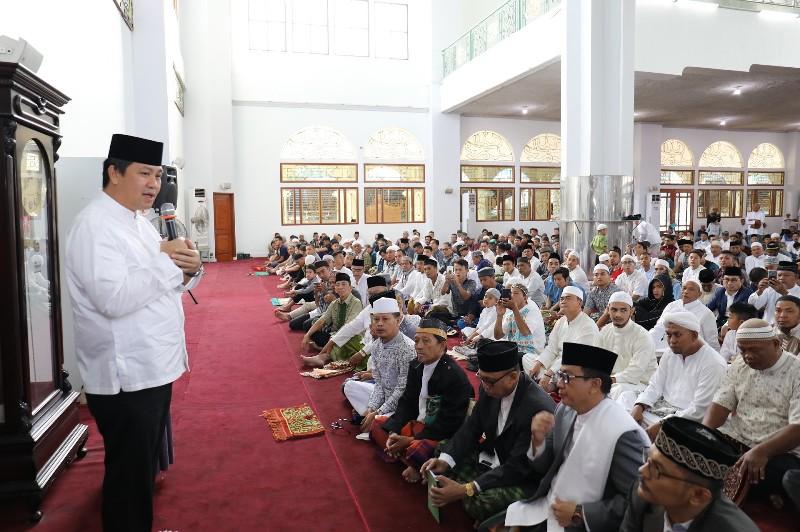 Wakil Gubernur Sulut Drs Steven OE Kandouw saat menyampaikan sambutan dan ucapan selamat Idul Fitri di Masjid Raya Ahmad Yani Manado