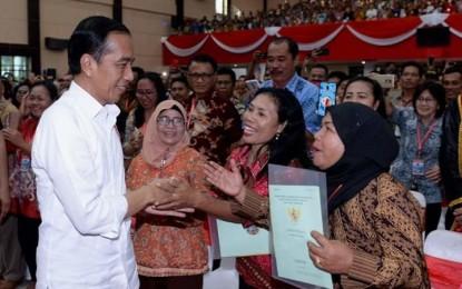 Bagi 2.000 Sertipikat Tanah, Presiden Jokowi : Bapak Ibu, Sulut Beruntung Punya Pak Olly