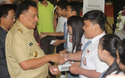 Gubernur Olly Ajak Siswa Menabung Agar Sukses