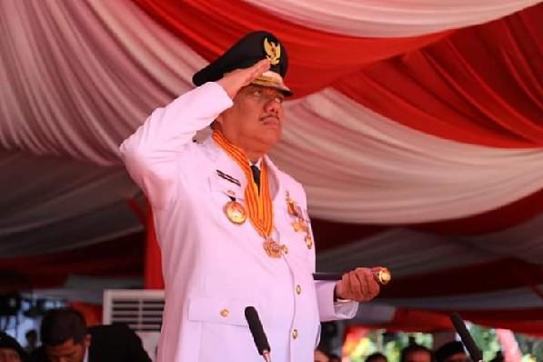 Gubernur Olly Dondokambey SE bertindak sebagai Inspektur Upacara di Peringatan HUT ke-74 Proklamasi Kemerdekaan RI yang berlangsung di Lapangan Robert Wolter Monginsidi KONI Manado, Sabtu (17/ 08/2019) pagi