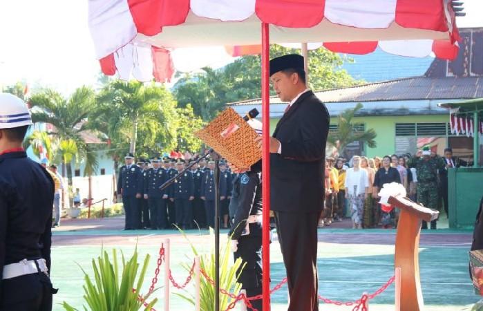 Wakil Gubernur Sulut Drs Steven OE Kandouw saat membawakan sambutan Menteri Hukum dan HAM RI pada Upacara Pemberian Remisi Warga Binaan di Lapas Klas IIA Tuminting Manado, Sabtu (17/08/2019) pagi