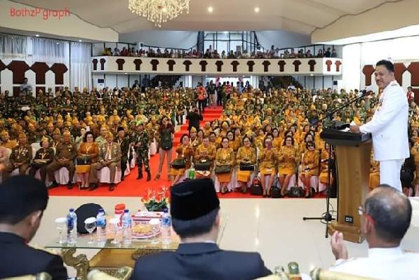 Gubernur Olly Dondokambey SE saat membawakan sambutan pada ramah tamah bersama para veteran kemerdekaan asal Sulut