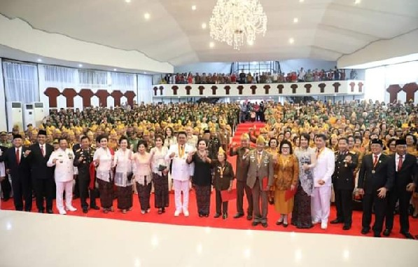 Foto bersama dengan para Veteran Kemerdekaan asal Sulut