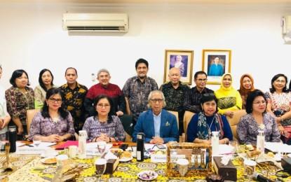 Ketua Dekranasda Sulut Ibu Rita Tampil Memukau di Depan Juri Lomba