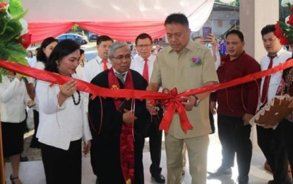 Gubernur Olly Dondokambey Resmikan Asrama Putra IAKN Manado