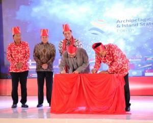Dibuka Menko Luhut, AIS Forum 2019 Membuat Sulut Makin Dikenal Mancanegara