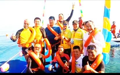 Wagub Kandouw Bersama Ratusan Turis China Berenang di Laut Sulut