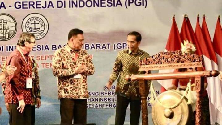 Presiden RI Joko Widodo saat membuka Kegiatan PGI didampingi  MenkumHam Yasonna Laoly  dan Gubernur Olly Dondokambey SE