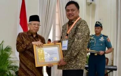 Gubernur Olly Sabet Penghargaan Paramakarya 2019