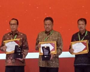 Kembali Cetak Prestasi, Gubernur Olly Raih National Procurement Award 2019