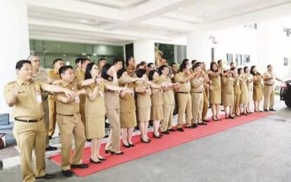 Pejabat Pemprov Sulut Berbagi Kasih dengan Warga Terdampak Covid-19