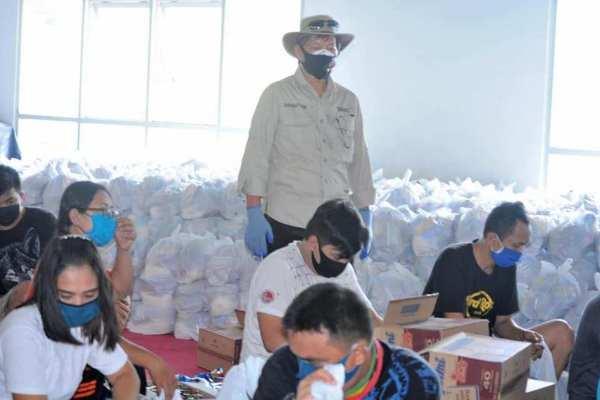 Walikota GSV Lumentut melakukan pemantauan pelaksanaan penyaluran bantuan