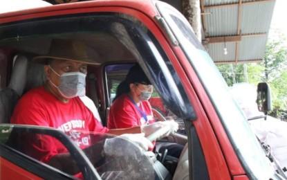 Gubernur Olly Nyetir Dump Truk Bermuatan Kopra ke Bitung
