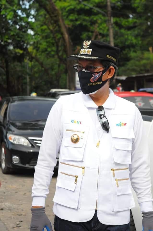 Walikota Manado Dr Ir GSV Lumentut SH MSi DEA