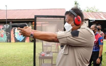 Rangkauan HUT Bhayangkara, Gubernur Olly Ikut Lomba Menembak
