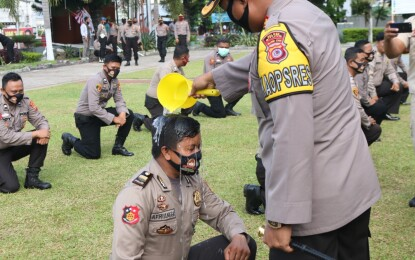 Perwira dan Bintara Polres Bitung Naik Pangkat Setingkat