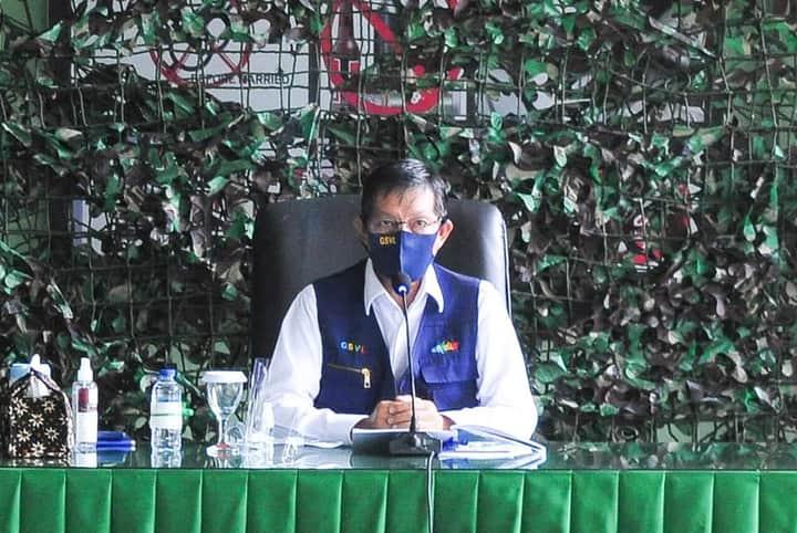 Walikota GSV Lumentut saat membawakan materi tentang penanganan Covid-19 di Kodim 1309 Manado