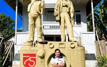 Maknai HUT RI ke-75, Rocky Wowor Kunjungi Monumen Mendur Bersaudara