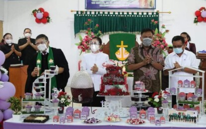 Gubernur Olly Hadiri Ibadah Syukur HUT ke-16 Wilayah Bitung 8 di GMIM Petra Wangurer Barat