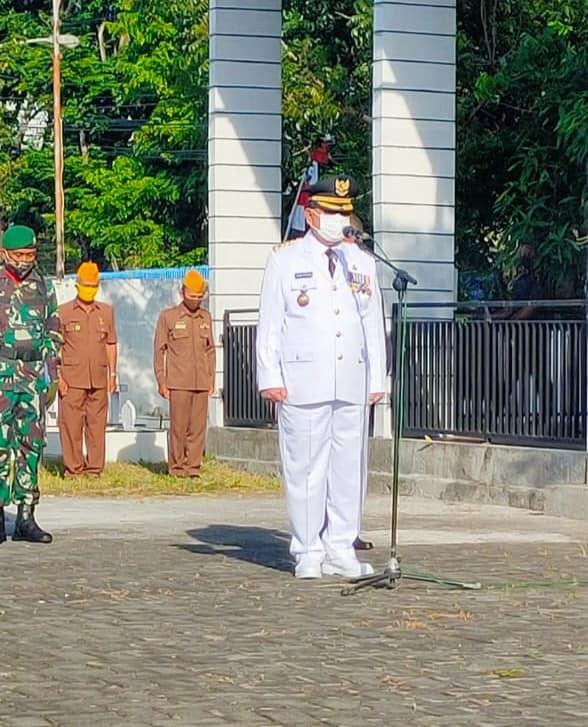 Pjs Walikota Bitung, Edison Humiang, inspektur upacara Hari Pahlawan, Selasa (10/11) di Taman Makam Pahlawan (TMP) Kota Bitung