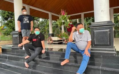 Jelang Akhir Tahun, Gubernur Olly Ziara ke Makam Keluarga