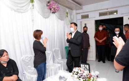 Walikota Tomohon Melayat ke Rumah Duka