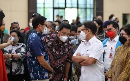 Wagub Kandouw Dampingi Menkes dan Menparekraf Tinjau Vaksinasi Pelaku Usaha Pariwisata
