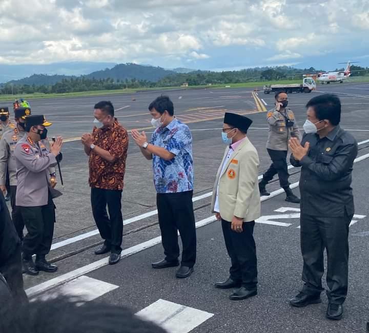 Penjemputan Kapolri di Bandara Sam Ratulangi Manado