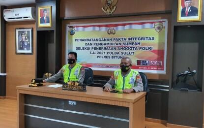 Sepakat Hindari KKN Penerimaan Anggota Polri, Panitia dan Peserta Disumpah
