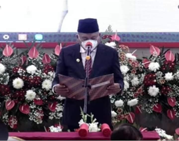 Gubernur Olly Dondokambey SE saat melantik Walikota dan Wakil Walikota Manadperiode2021de