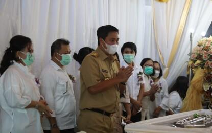 Wagub Kandouw Hibur Keluarga Berduka Almh Tetty Pepah-Paath