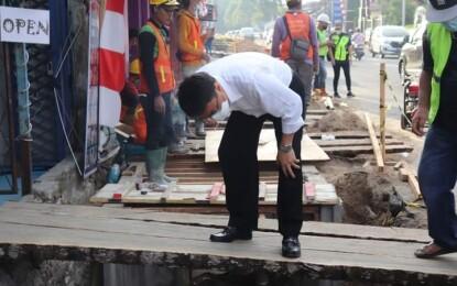 Tinjau Perbaikan Drainase dan Parit, Begini Pesan Walikota Andrei Angouw