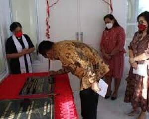 Gubernur Olly Resmikan Gedung Pastori GMIM RUT Suwaan
